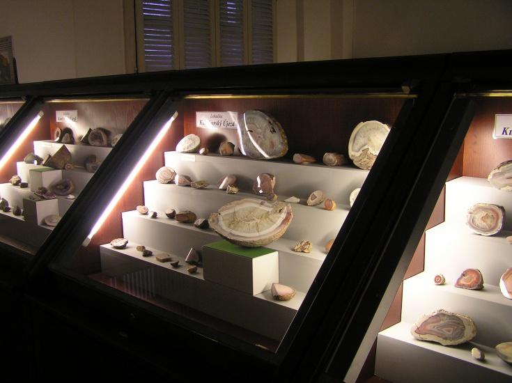 expozice-drahych-kamenu-1733