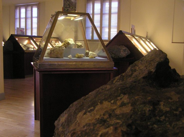 expozice-drahych-kamenu-1732